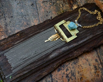 "Jewelry Tribal ""Kulapa"" with a raw aquamarine, brass & chains"