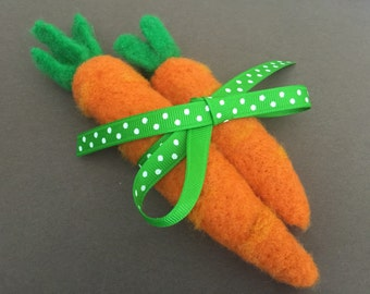 Needle felted carrots, set of two, Easter decor, Spring decor, felted Easter decoration