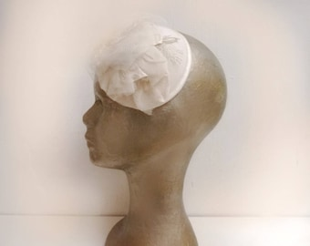 Fascinator headpiece in white and silver tulle and lace vintage wedding
