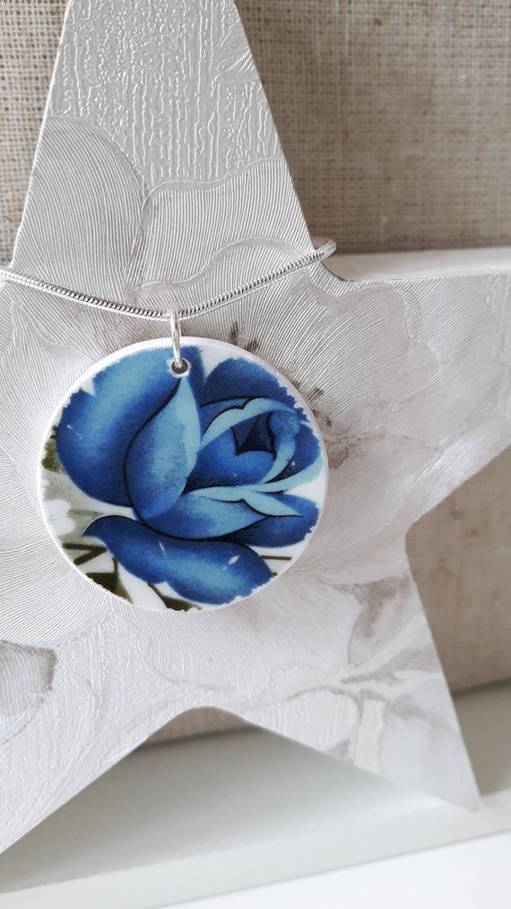 Porcelain pendant.  Floral porcelain.  Floral porcelain pendant.  Vintage floral pendant.  Floral necklace. China porcelain jewellery.