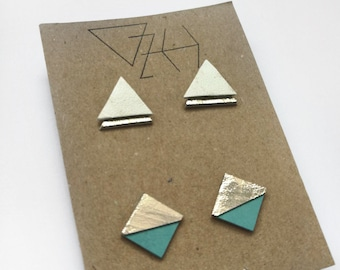 2x Triangle studs in gold and turquoise