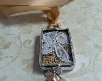 Dentelle, charme de Bouquet, mariée Memorial breloque, pendentif mariage quelque chose de vieux, soudé, Shadow Box, héritage souvenir de mariage