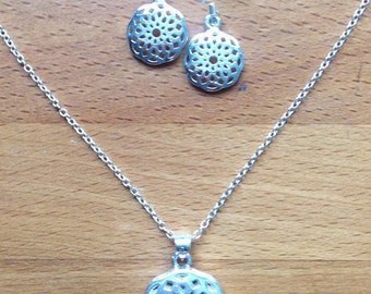Silver floral filigree earrings and necklace set