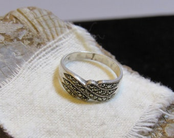 Love easy with this  Ring marked 925