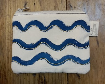 Tarjetero/monedero textil multiusos pintado a mano