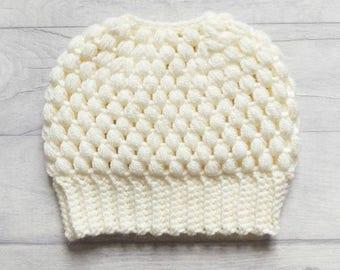 Messy bun beanie, messy bun hat, ponytail beanie, ponytail hat, crochet hat, crochet beanie, winter hat, ladies hat, ladies beanie, cream