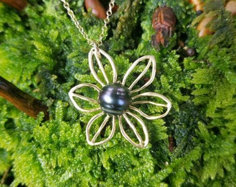 Tahitian pearl flower necklace