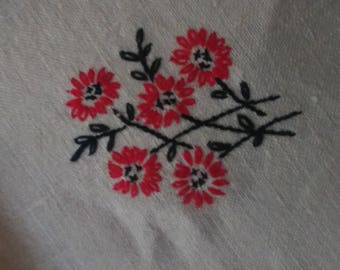 Vintage Embroidered Table Linens with Matching Napkins Brodiery
