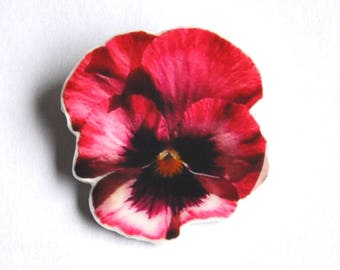 Fancy vintage style and retro (Crimson) pink pansy flower brooch / shabby chic