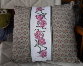 Decorative Pillow cm 40 x cm 40 in high quality damask fabric with cross stitch embroidery