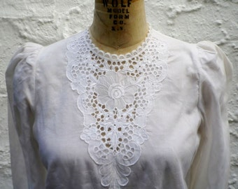 White Vintage Blouse Cotton Lace Applique Peplum Puff 3/4 Sleeve Puffy Victorian Hippie Country Goth Gothic Dressy Rockabilly Floral Shirt S