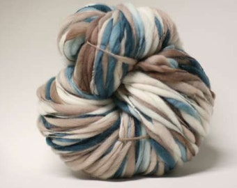 Handspun Wool Yarn Thick and Thin Slub  tts(tm) Merino Hand dyed xxLR 1511a Half-Pounder
