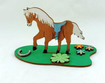 Tinker set horse standing, to paint and paste of wood