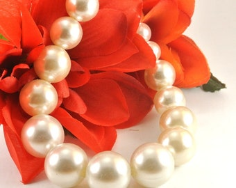 Graduated Pearl Bead Necklace 6MM to 16MM Faux Pearls Vintage Necklace White Pearl Necklace 20 Inch Pearl Necklace White Necklace