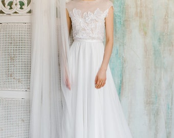 Rica / Delicate wedding dress with chiffon skirt and flower-decorated top / Boneless