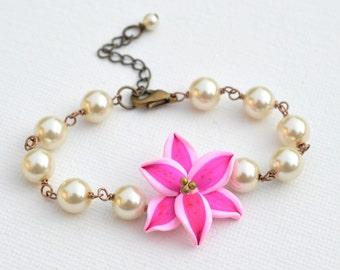 Stargazer Lily and Pearl Bracelet, Stargazer Lily Flower Bracelet, Pink Flower Bracelet, Pink Lily Floral Jewelry