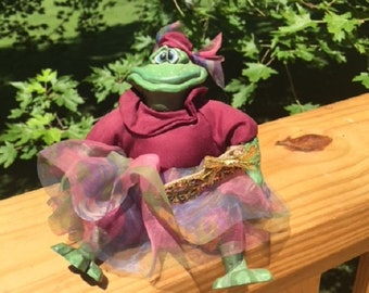 Russ Country Folk Frog Princess