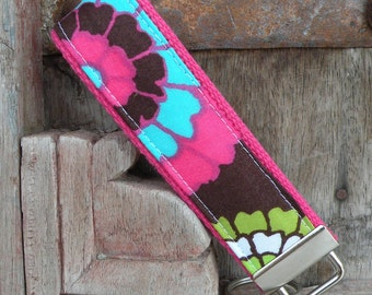 READY TO SHIP-Beautiful Key Fob/Keychain/Wristlet-Fab Floral on Pink