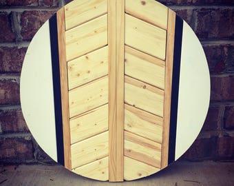Farmhouse Chic Wooden Round