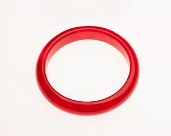 Bakelite Cherry Red Prystal/Opaque Marbled Bangle Bracelet, 1930s/40s/50s