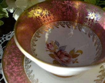 Aynsley Fine Bone China tasse à thé et soucoupe, rose corail feuille d'or et Motif de vigne, or doré, en Angleterre