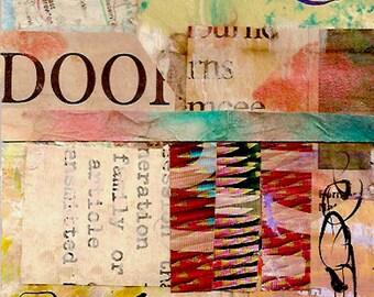 """Hinter der Tür - Original Collage mit Hand gezeichnet und gemalt Papiere 4 x 4 auf 5 x 5"""" sichern"""