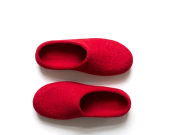 Red slippers - Women felted slippers in red - house shoes - Eco friendly wool home shoes with black soles Valentine's Day Gift for her