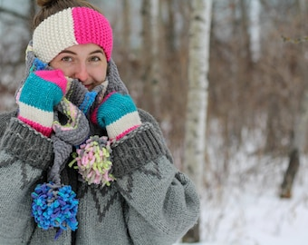 Knitted Bulky Striped Scarf with Pompoms Pattern