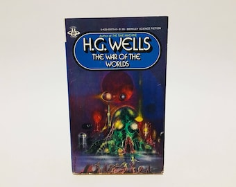 Vintage Sci Fi Book The War of the Worlds by H. G. Wells 1981 Paperback