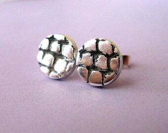 Reptile skin stud earrings in fine silver