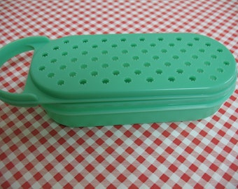 Tupperware vintage 2 pc green grater, cooking, cheese grater, utensils, food preparation, 2 piece