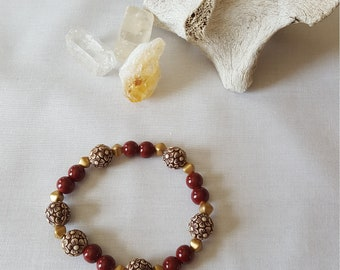 Red, Gold and White Floral Beaded Bracelet on Stretchy Cord