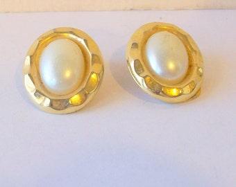 Vintage Button Pearl Earrings circa 1980