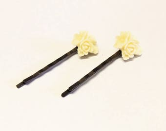 Set of 2 cabochon beige flower hair clips