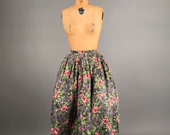 1950s floral print skirt • cotton full skirt • grey and pink flower print skirt xs