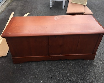 Vintage 1940's simple Lane Cedar Chest