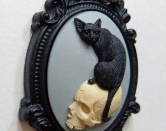 Cat brooch | Black cat on skull cameo brooch | cat lover gift | gothic jewelry | witchy | creepy cute | witch jewelry | macabre | kawaii