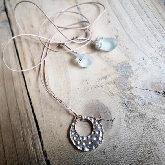 Seaham seaglass, fine silver and sterling silver. Lariat necklace. On thin suede. Hippie summer.