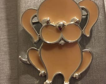 Sarah COVENTRY Signed 1973 Silver Tone Cream Enameled Puppy Dog Brooch Pin