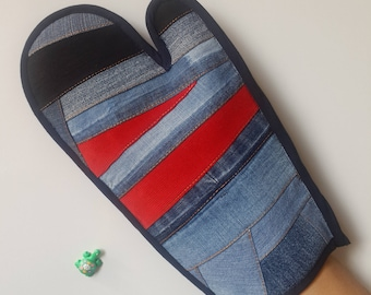 Denim Oven Mitts - Patchwork Oven Mitts - Kitchen Mitt-  Piecework denim oven mitt - Insulated and patchwork on both sides
