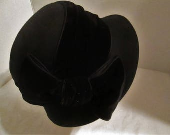 Vintage Betmar New York 100% Wool Black Hat with a Velour Ribbon & Bow.