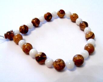 Boutikanath white agate and Jasper stone bracelet