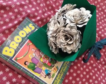 12 x The Broons paper rose bouquet