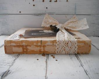lot de livre Vintage modifié livres récupérés brocante table cadre décor décor chic rustique recyclé livres vintage décor shabby étagère gardienne