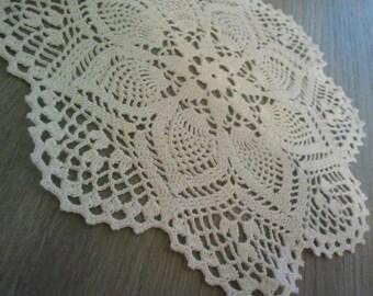 Charmant lot de deux napperons rond blanc, fait main en crochet