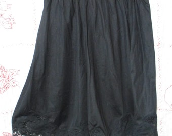 Vintage 1970s WonderMaid black bloomers Non-cling Size 6 Antron Nylon Wonder Maid USA Union Made Style 5996