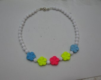 Toddler white acrylic bead necklace neon clor flower