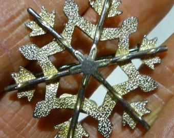 I7 Vintage Eisenberg Ice Marked Silver Tone Snowflake Pin.