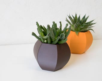 Modern standing 3D printed planter available in multiple colors and sizes