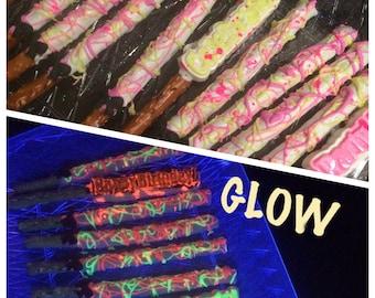 12 GLOW in Black light Pretzel rods, GLOW Party, i love the 80s, Retro, Glow in the dark